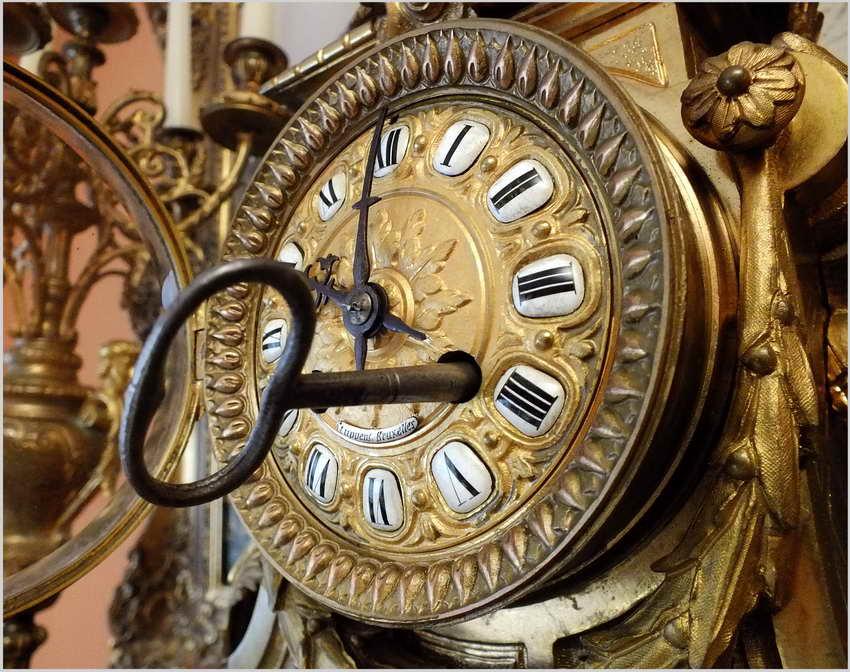 Pałacowy Zegar Medalowy Z Kandelabrami Styl Ludwika Xvi